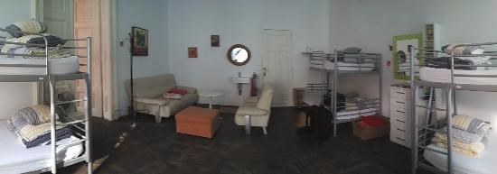 Fluxus Hostel: Panoramic view of the 6-bed dorm.