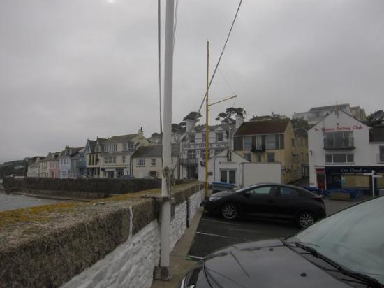 St Mawes, UK: Front of the hotel from the quay