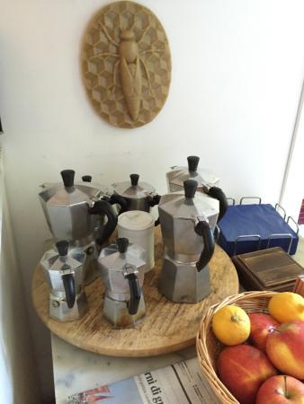 B&B Casa Baseggio: The coffee crew, rallying for breakfast time!
