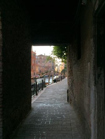 B&B Casa Baseggio: walking through the arcade along the canal to reach Casa Baseggio