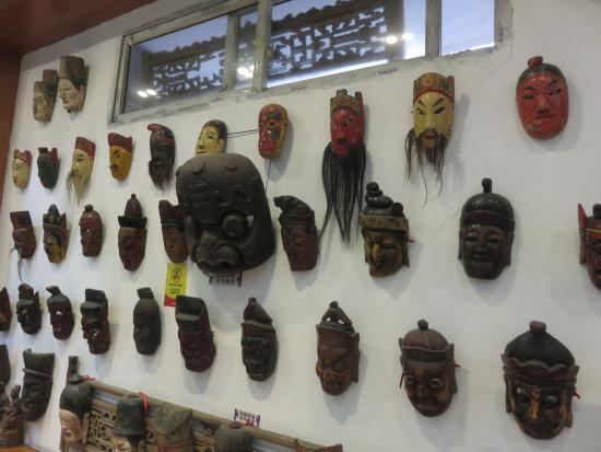 Guizhou Provincial Museum : Mask collection.