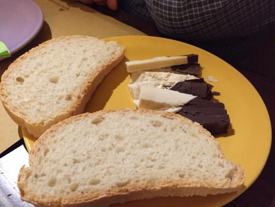 Castelmuzio, Italia: White chocolate dipped in dark chocolate with fresh-made bread.