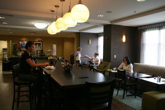 Hampton Inn Dandridge: Breakfast Dining