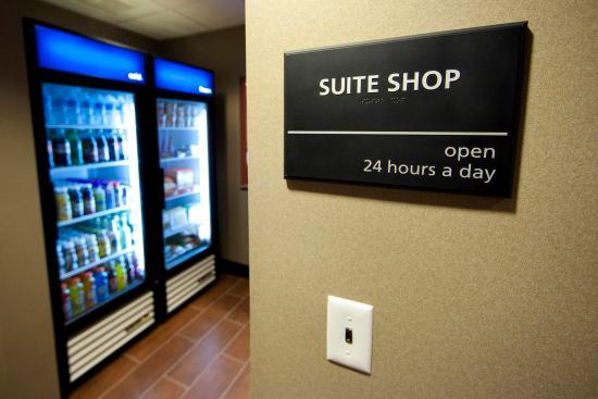 Hampton Inn & Suites Seattle Kent: Suite Shop