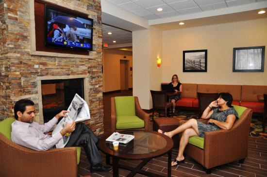Hampton Inn by Hilton Edmonton/South: Lobby with Guests