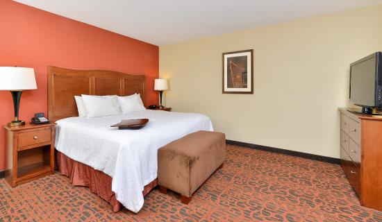 Muscatine, IA: King Bed
