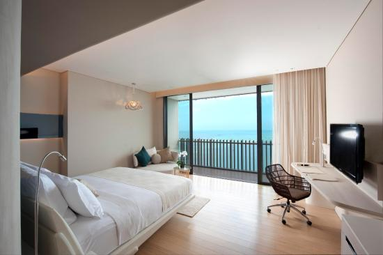 Hilton Pattaya: King Deluxe Seaview