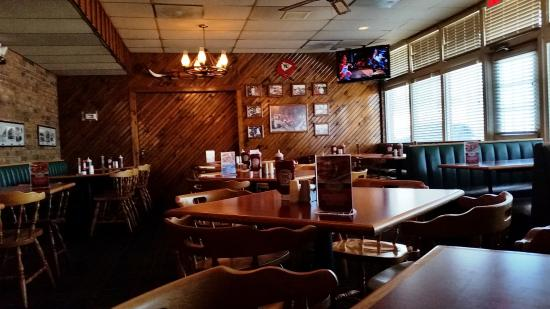 Zarda Bar-b-q & Catering CO: Dark Dining Room. I had to edit the photos to lighten them up.