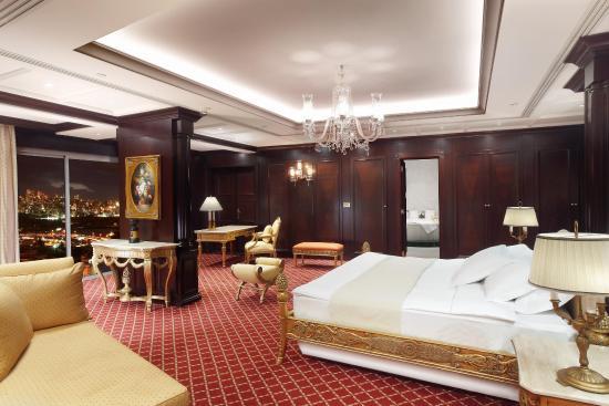 Hilton Beirut Metropolitan Palace: Penthouse Living Area