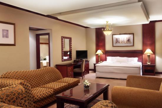 Hilton Beirut Metropolitan Palace: Royal Suite Master Bedroom