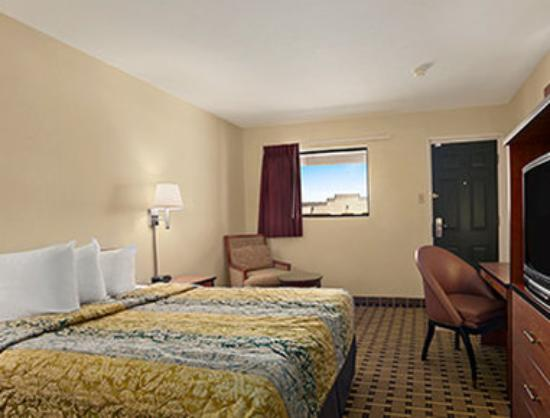 Travelodge Clovis : 1 Queen Bed