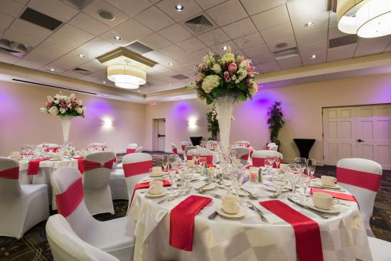 Crowne Plaza Boston Woburn: Grand Ballroom Wedding