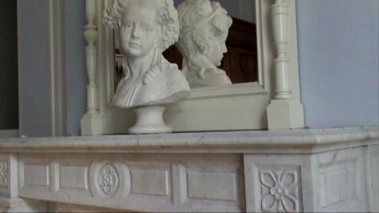 Chateau de l'Aubriere : Marbre blanc chambre Amboise