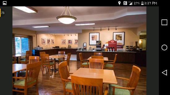 Phoenix Inn Suites Albany: Breakfast Area