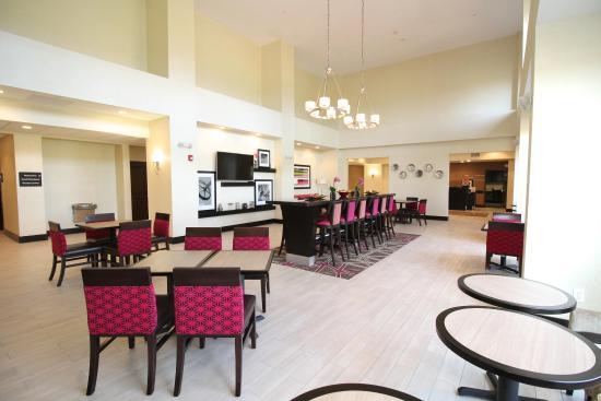 Hampton Inn & Suites Sandusky / Milan : Lobby