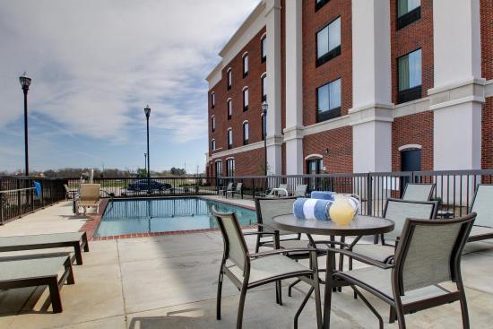 Hernando, MS: Relaxing Outdoor Pool