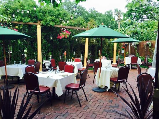 Il Villaggio Restaurant: patio