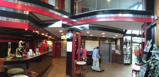 Hipotel Paris Hippodrome: Entrada del Hotel