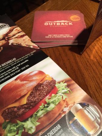 Outback Steakhouse: Não conhecíamos nenhum outback ainda, achamos o atendimento bom, nada especial, baby ribs com bv