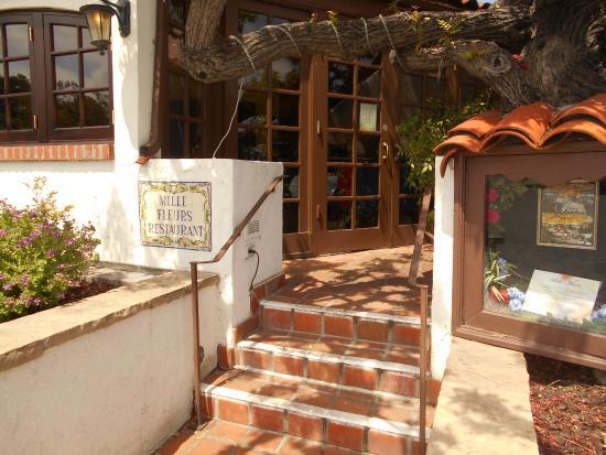Ранчо Санта-Фе, Калифорния: This is the back door that gives a feel for neighborhood flavor.