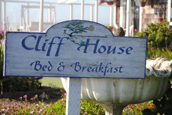 Cliff House Bed & Breakfast: From the signage out front, this place is beautiful!