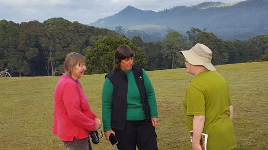 Tasmanie, Australie : Marie from the Tarkine Wilderness Lodge on the left, Vicki from Tasmania I-drive in the middle.
