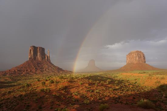 Majestic Monument Valley Touring Co.: Nizhoni (Majestic) rainbow in Monument Valley.