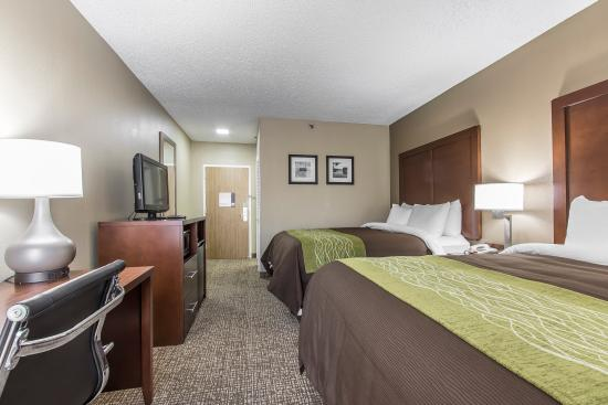 Comfort Inn: A room with Two Queen Beds offers space for the whole family!