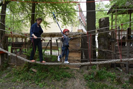 Kabardinka, Rússia: веревочный парк узелок