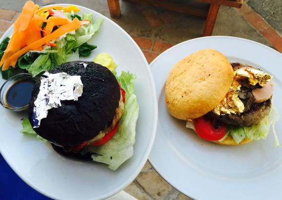 Le Garage - Gourmet Burger: The Black Pearl and The Golden One