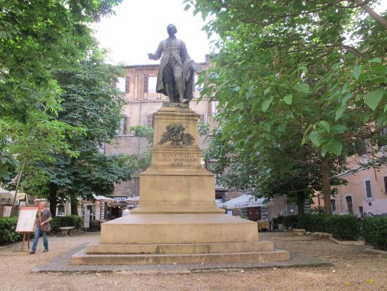 Piazza Sforza Cesarini