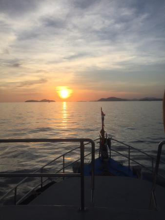 Rumblefish Adventure : Sunset from the boat headed back