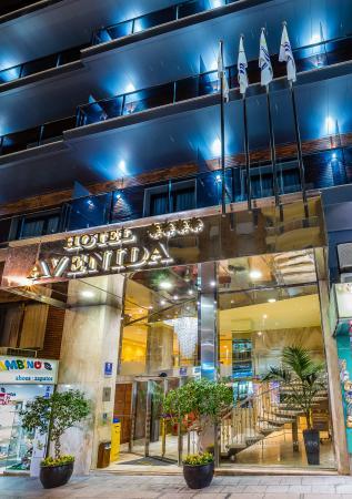 Hotel Avenida: entrada de noche