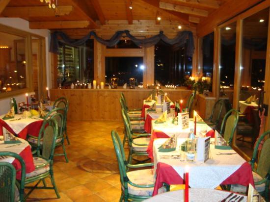 Hotel Unterellmau: Wintergarten