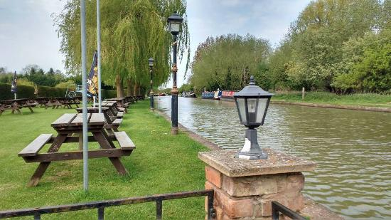 Southam, UK: The tables are canal side