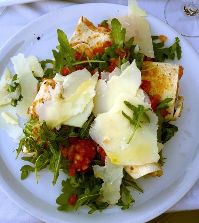 ma pizza pr f r e la tronchettini une pizza servie en salade photo de rusticana. Black Bedroom Furniture Sets. Home Design Ideas