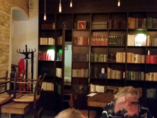 Alaus Biblioteka Secret Room Behind Bookshelves