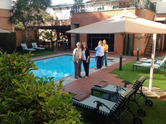Courtyard Hotel Rosebank Photo