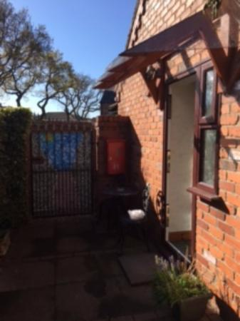 Eagles Guest House: Little courtyard on my little annexe