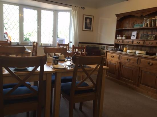 Eagles Guest House: Breakfast Lounge