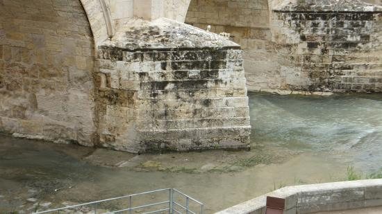 Piliers Du Pont Romain De Cordoue Vers L Amont Et Socle