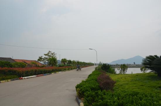 Zhoushan Putuo Mayi Island: The street.