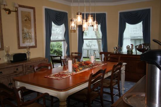 Pecan Tree Inn: Breakfast room