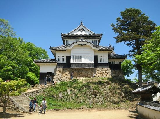 Takahashi, Japonia: 私的には、現存天守12の城をほぼ拝見しましたが天井の梁や階段や壁等から感じられる歴史感が感じられず非常に残念に思いました。