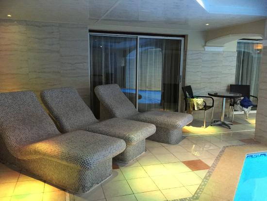 Atlantic Hotel : Pool Seats - Heated.