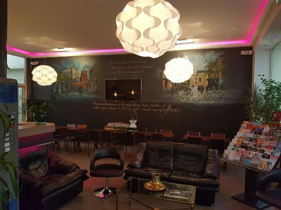 Hotel Sofia: Bon rapport qualité/prix! Hôtel propre et soigné. Point négatif, isolation phonique à revoir!