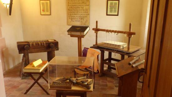 Saint-Nicolas-les-Citeaux, ฝรั่งเศส: cellule reliure des livre
