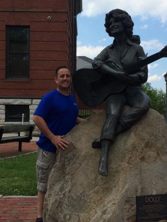 Dolly Parton Statue: photo0.jpg