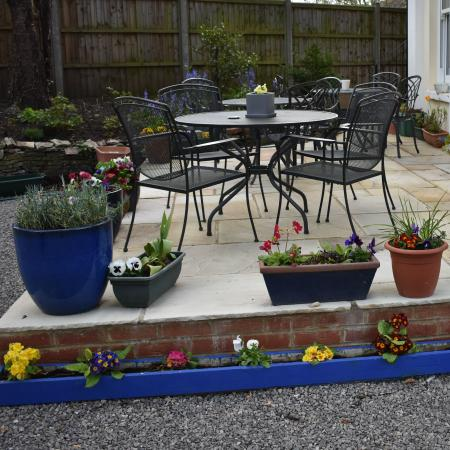 Hilden Lodge: Outside seating area