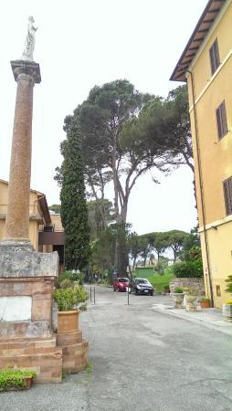 Hotel Sacro Cuore : Parking